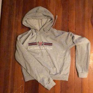 Cropped light sweatshirt